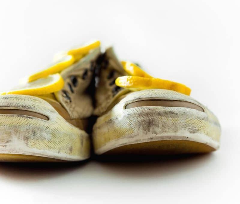 Limon ile eskiyen spor ayakkabılarınızı yeni gibi yapın